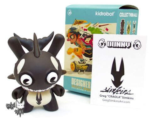 Brand New Kidrobot Designer Con Dunny Series DCON Claude from the Pod Black