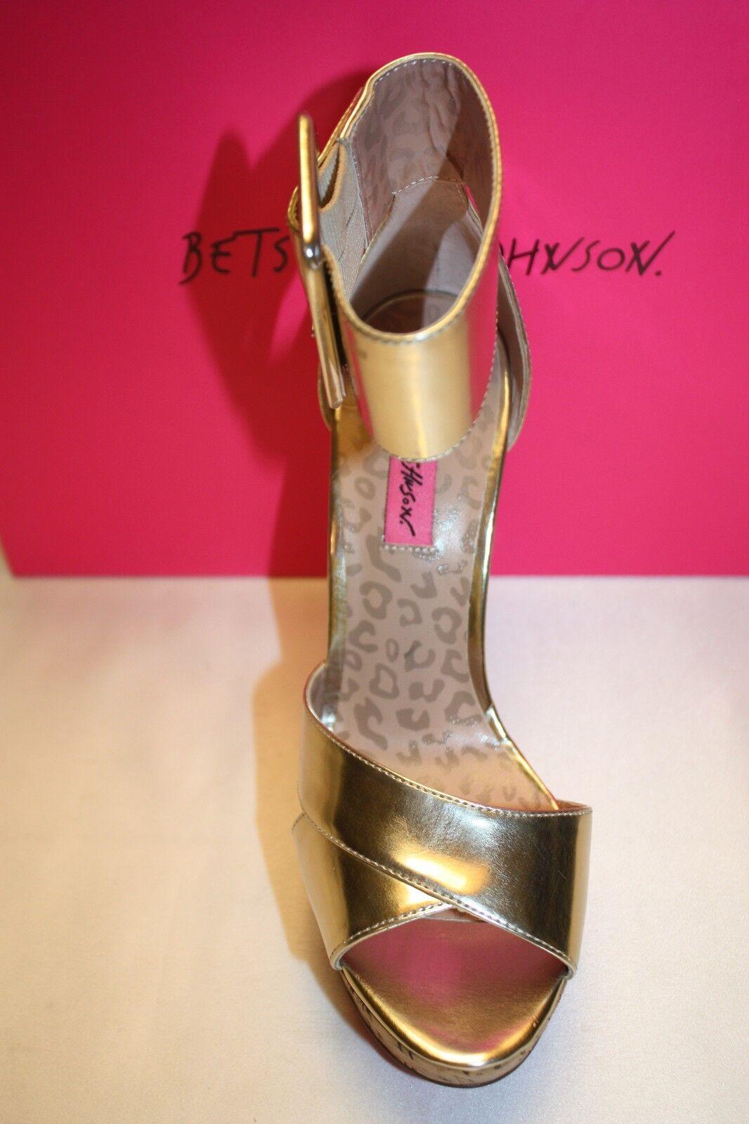 NEW NIB Curved BETSEY JOHNSON Metallic Gold Patent MORGANN Curved NIB Spike Heel Wedge 110 f78d0d