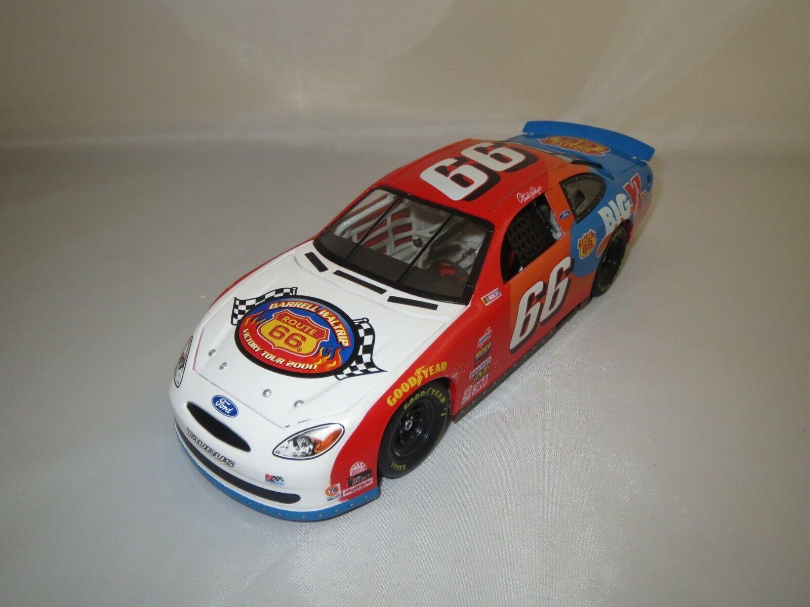 HOT WHEELS Mattel 27366 NASCAR (Darrell Waltrip)  66 1 24 neuf dans sa boîte