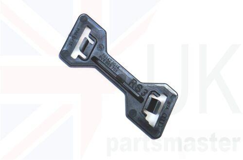 AUDI RS3 15-16 Nuevo Genuino parrilla insignia de centro de parachoques delantero con botones elemento