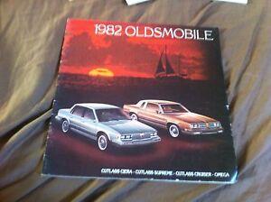 1982-Oldsmobile-Cutlasss-Supreme-Large-Color-Brochure-Catalog-Prospekt