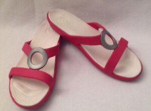 5b028f9f6 CROCS Sanrah Coral Sandals Slip On Slide Silver Circle Women s Sz 11 ...