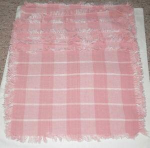 7-PLACEMATS-PINK-WHITE-PLAID