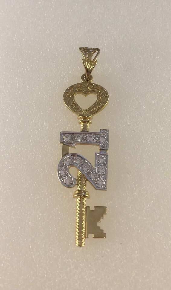 9ct gold Cubic Zirconia Set 21 Key Pendant  4.8cms  inc Bale   2.1g  NEW