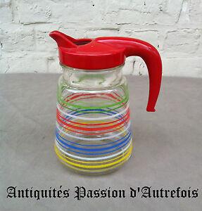 B20140882-Pichet-carafe-vintage-1960-70-en-verre-avec-coiffe-plastique