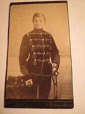 Braunschweig - Soldat in Uniform mit Säbel - Pekesche - Totenkopf-Husar / CDV
