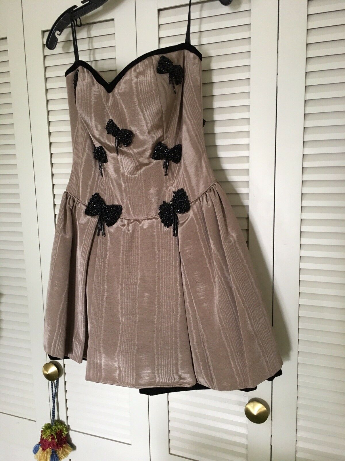 Stunning COCKTAIL DRESS by Victoria sz 8-color looks like a Mocha Latte