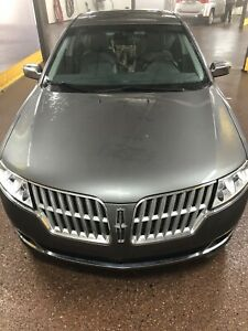 Lincoln MKZ awd 2010 low kms