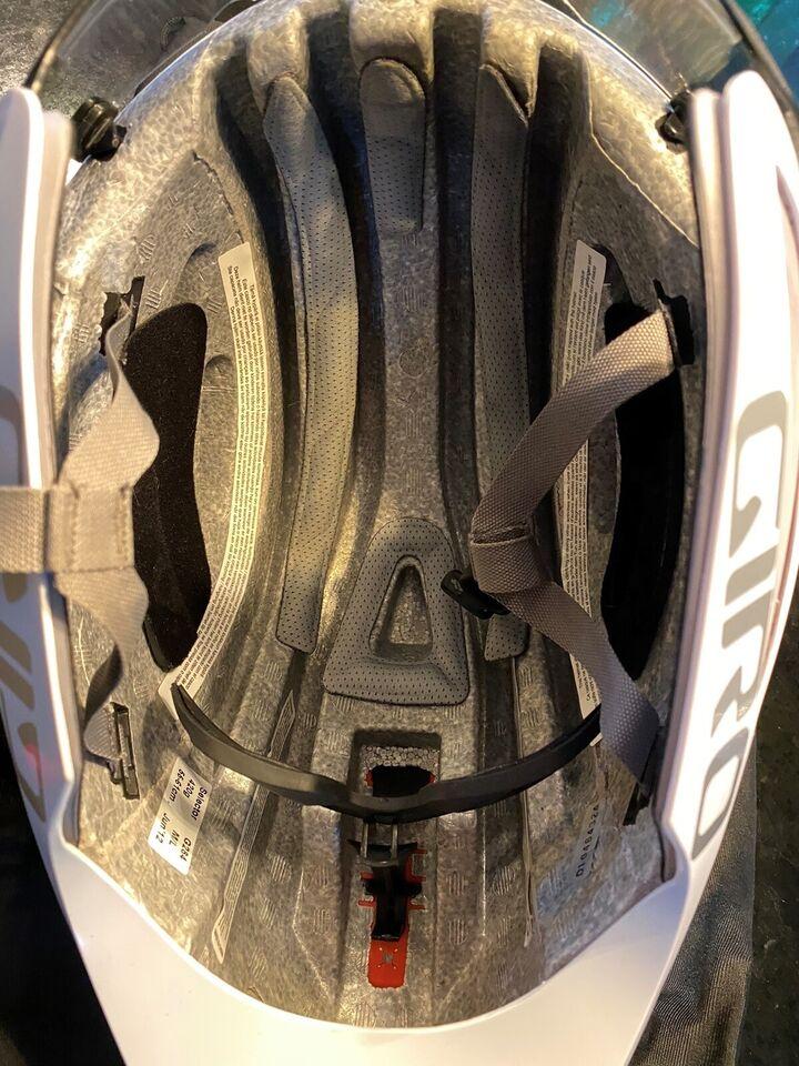 Cykelhjelm, Giro Selector