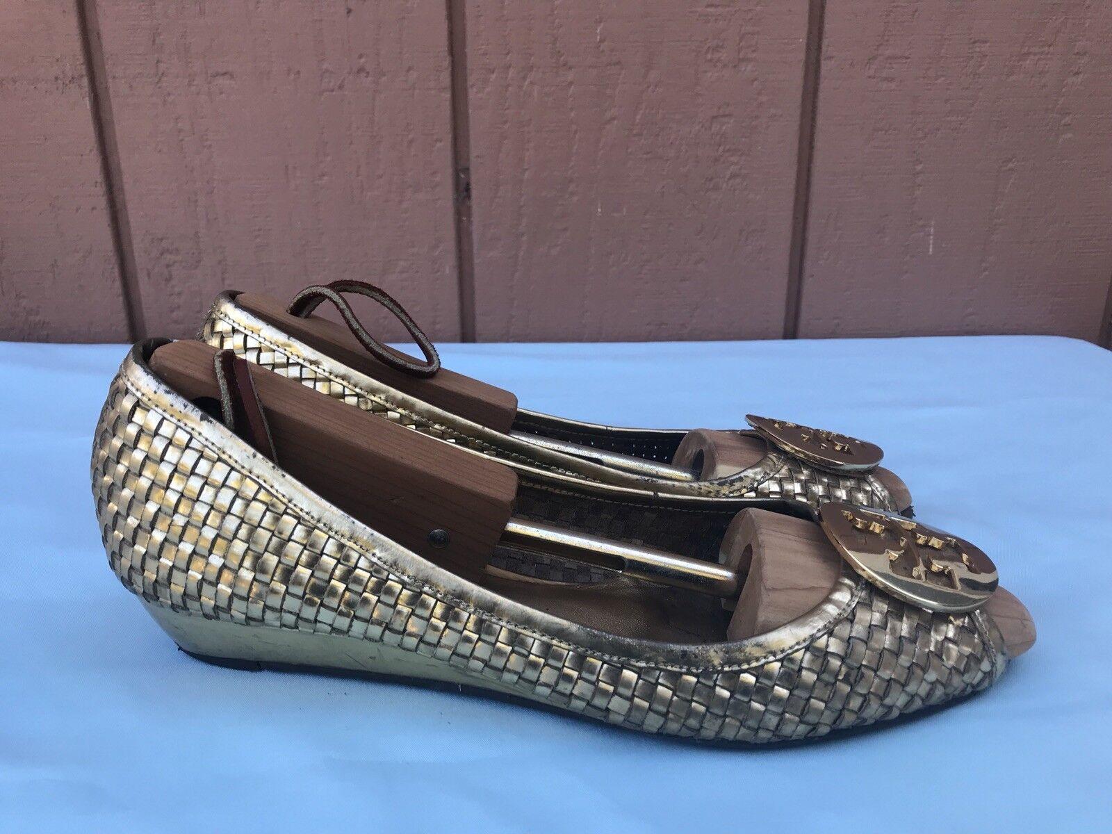 Raro Tory Burch Para mujeres mujeres mujeres EE. UU. 8 Cuero Tejido Dorado Cuña Baja Peep Toe Zapatos de A9  auténtico