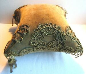 Coussin-Napoleon-III-epingles-a-chapeau-globe-de-mariee-velours-passementerie