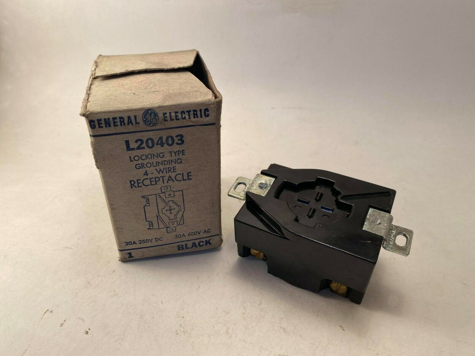 600VAC//250VDC  HUBBELLOCK 3 POLE 4 WIRE HUBBELL HBL20403  30//20 Amps