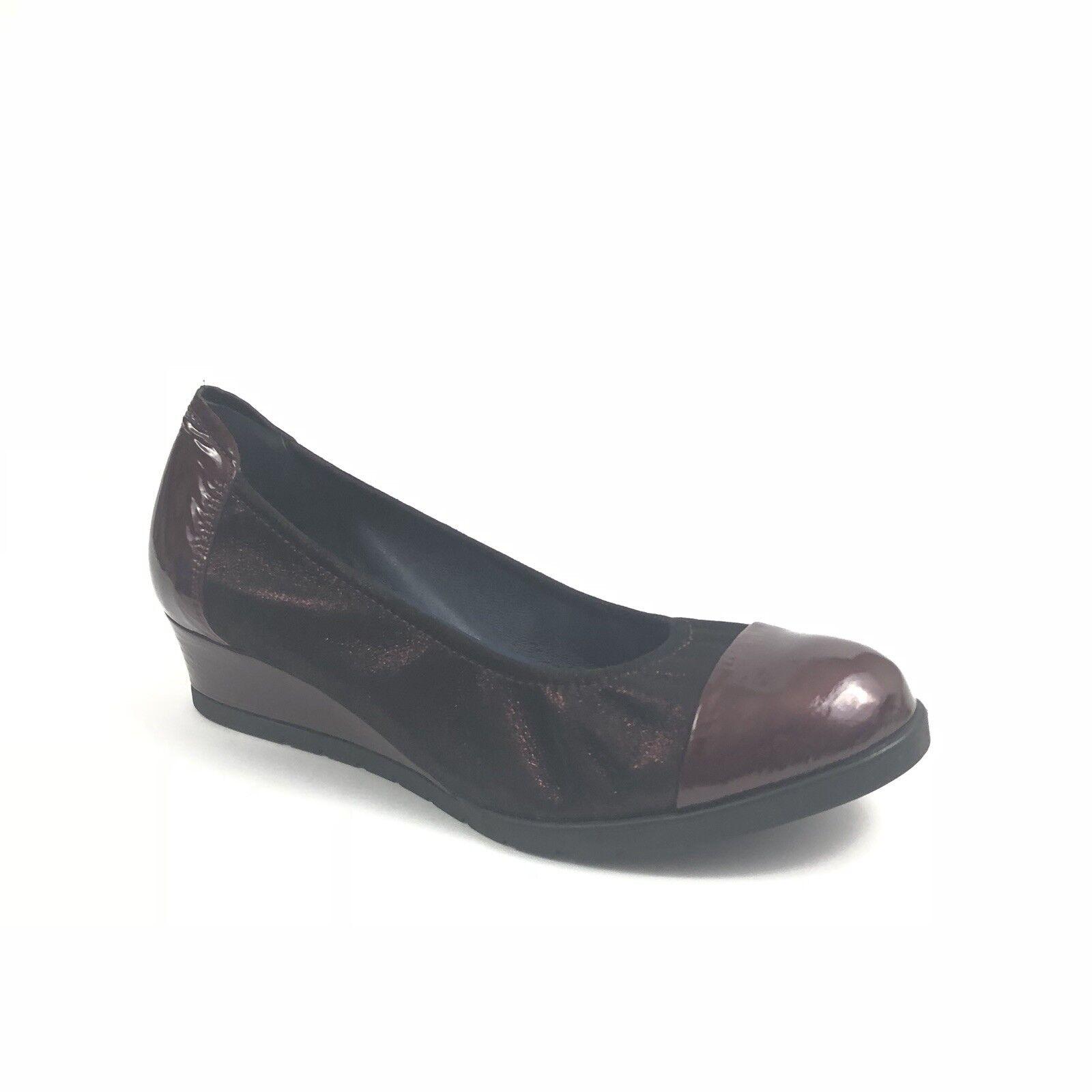 migliori prezzi e stili più freschi Sabrinas London donna donna donna Dimensione 37 Metallic Patent Leather Cap Toe Heel Wedges  fantastica qualità