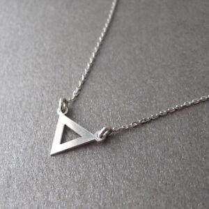 Collier-fin-triangle-en-argent-925-1000e-CO44