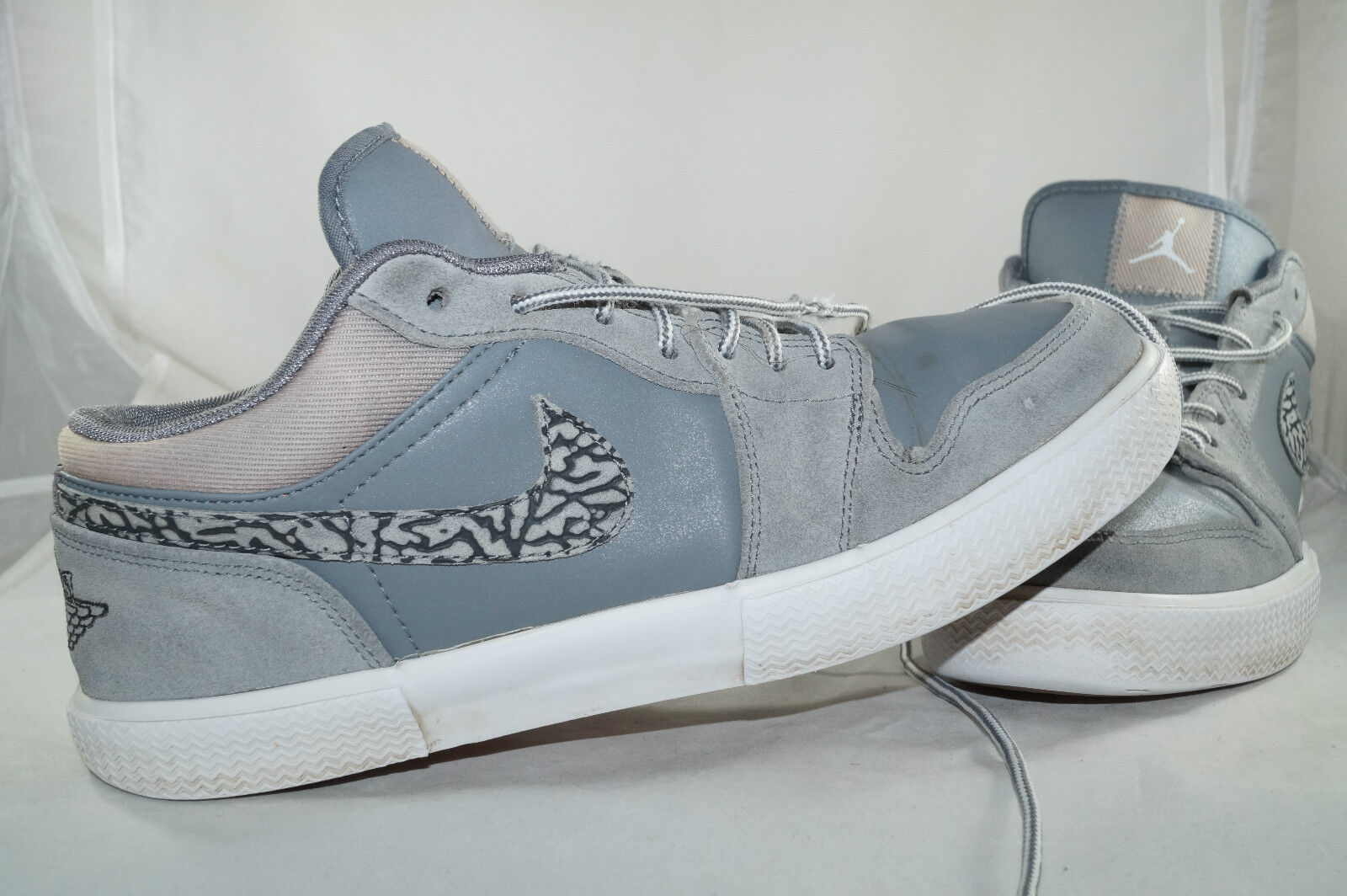 Nike Air Jordan RETRO V.I Gr: 44 Grau Basketball Low Tops