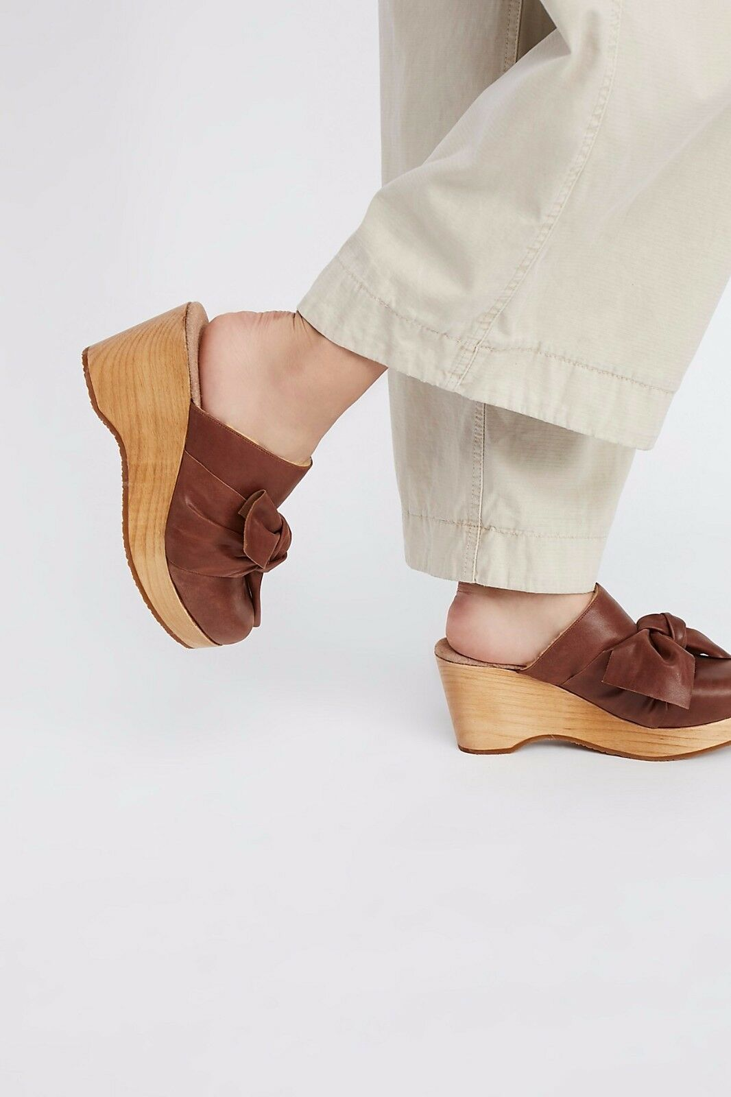 spedizione veloce a te FREE PEOPLE scarpe NIGHTINGALE CLOG COGNAC LEATHER 39 39 39 FUR LINED WEDGE MULES NEW  l'ultimo