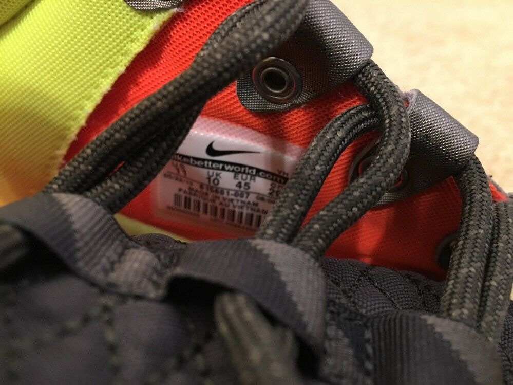 Nike Roshe Run One Mid Winter Sneakerboot Shoes Mens 11 Newsprint 615601 007