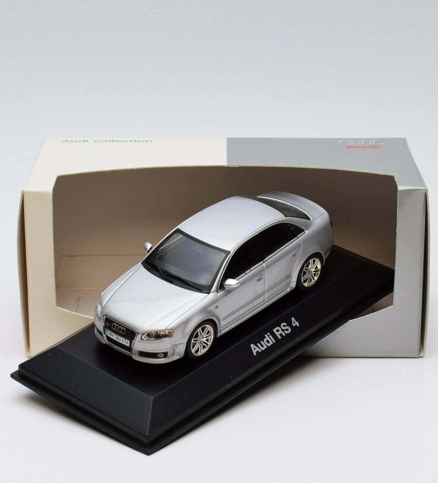 Minichamps 5010509113 Audi RS 4 Limousine Bj.2005 in silber, 1 43 , OVP, 94 17