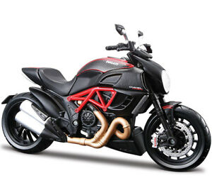 Maisto-31196-1-12-DUCATI-Diavel-Carbon-Motorcycle-Diecast-Model-Unopened-Box-Toy