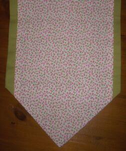 Table-Runner-motif-fleuri-rose-amp-vert-double-de-Meres-Jour-Cadeau-Decoration-110-cm