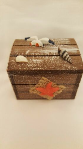 SOUVENIR WOODEN CRATE TRINKET BOX WITH STARFISH AND SMALL NAUTICAL DETAILS