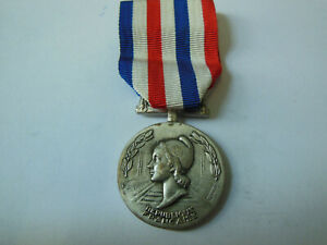 Medaille-d-039-HONNEUR-des-CHEMINOTS-1990-Collection-argente-Merite-Travail