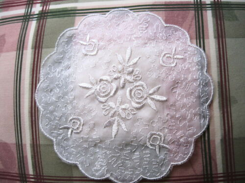 """VINTAGE EMBROIDERED ORGANZA LACE MEDALLION BRIDAL ~ 5/"""" round  #1781"""