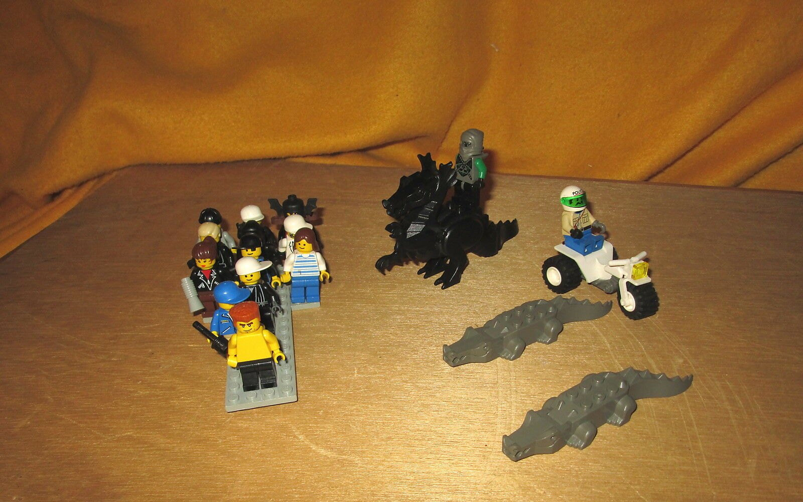 15  Legos Mini Figures 1 Dragon 2 Alligators Excellent Condition