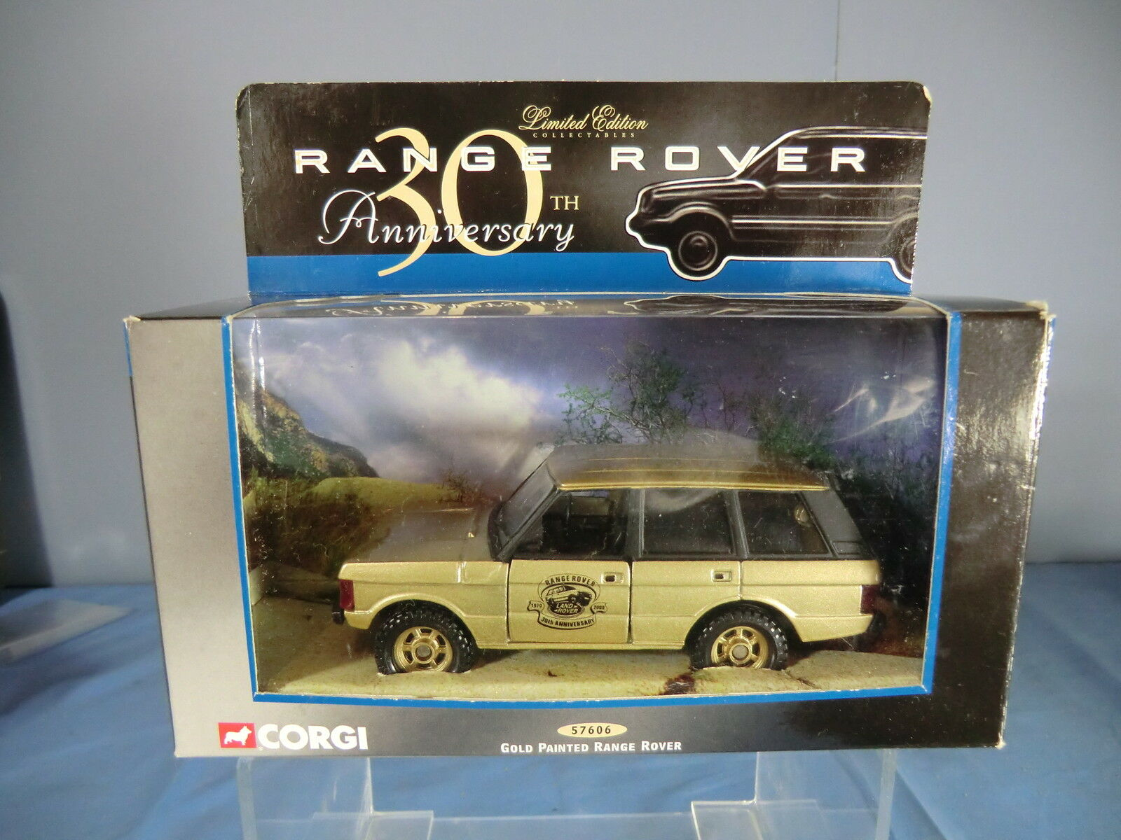CORGI MODEL No.57606  RANGE ROVER  30th ANNIVERSARY gold  LTD.EDITION VN MIB