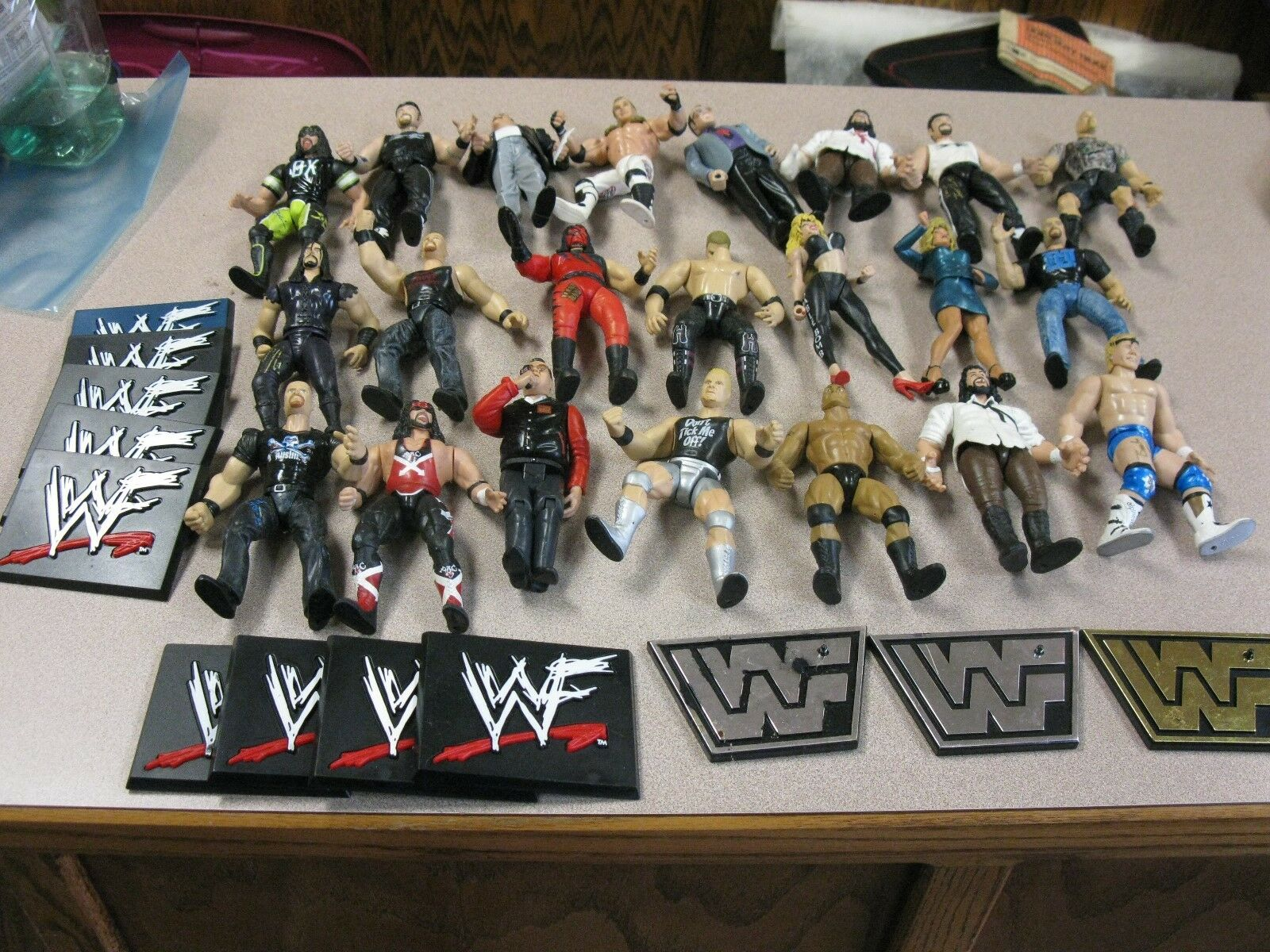 Lot of 22 1998 Jakks Pacific Wrestling action figures-WITH SOME STANDS