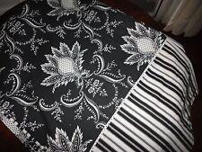 --WILLIAMS SONOMA BLACK & WHITE FLORAL STRIPES OBLONG TABLECLOTH 70 X 102 COTTON