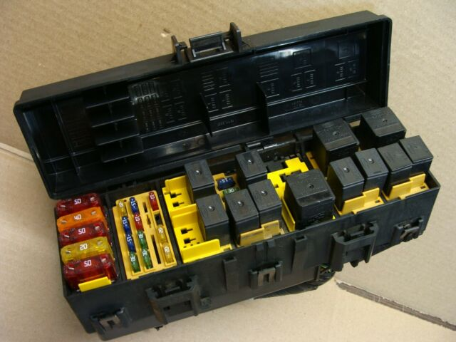 2000 01 02 03 Ford Ranger Under Hood Power Distribution Fuse Relay Block Box