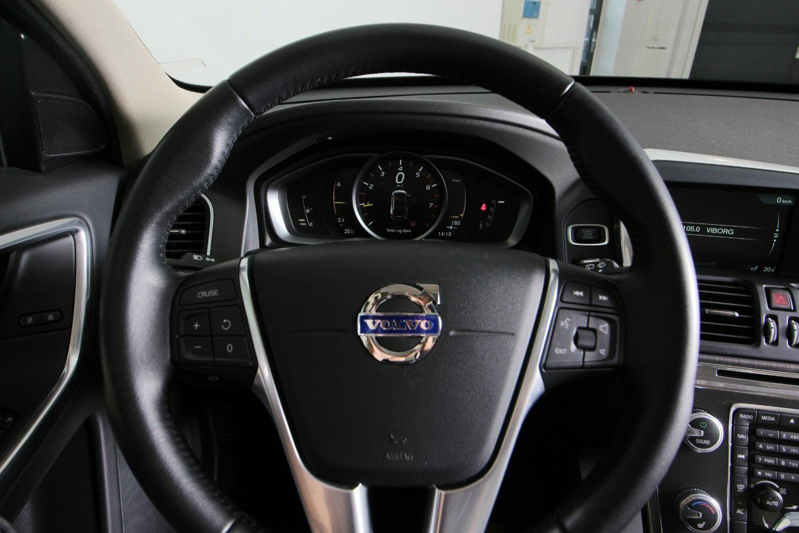 Volvo XC60 T5 245 Momentum aut. Van