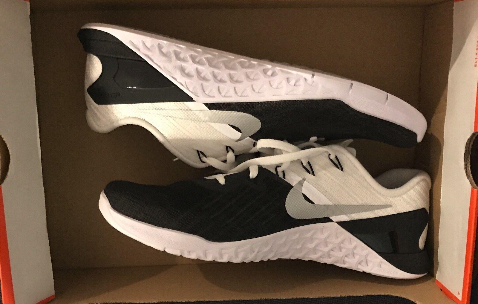 Nike Mens Metcon 3 shoes 852928 005 Black White Metallic Silver NO BOX TOP