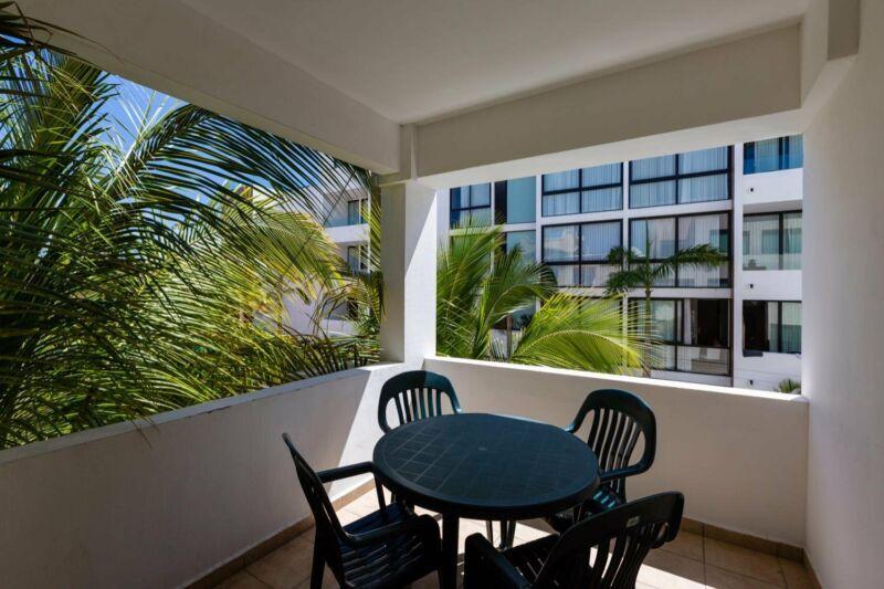 Departamento de 2recamaras en renta vacacional en centro Playa con alberca y gym en areas comunes