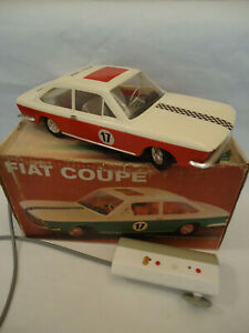 Vintage-FIAT-124-Coupe-Rare-Red-amp-White-Car-Toy-Battery-Remote-Control-Box