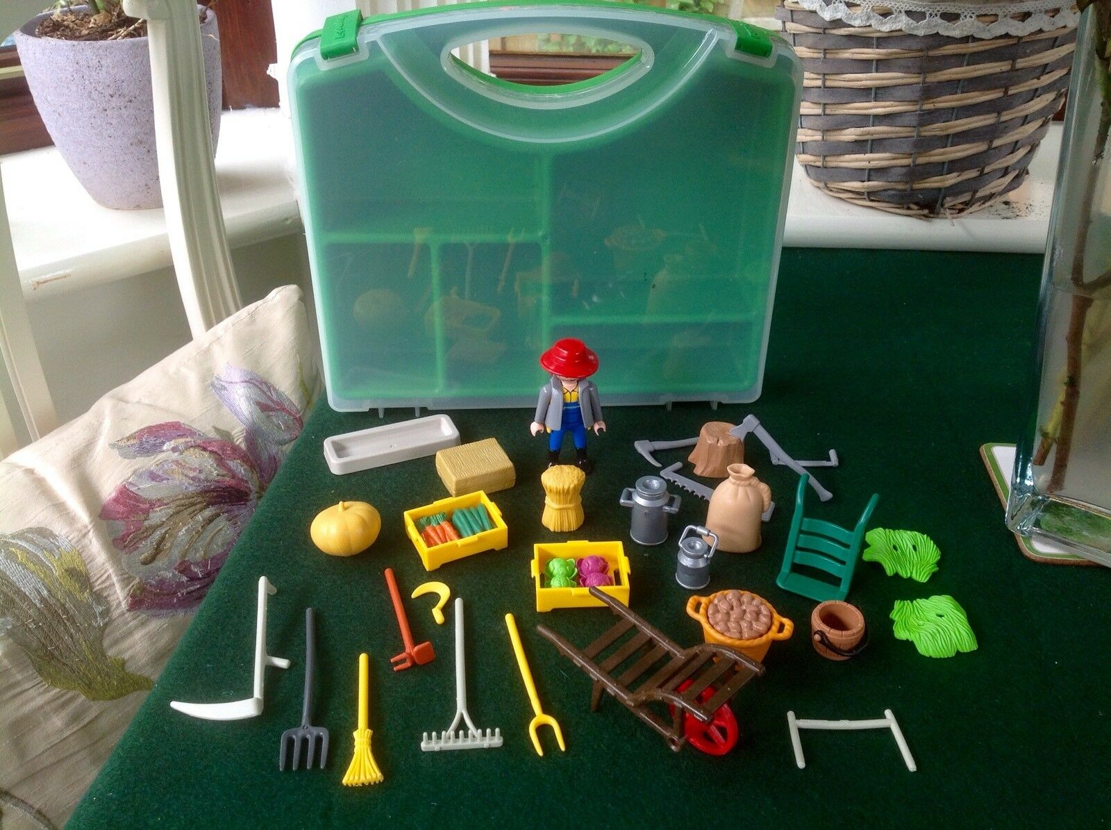 Playmobil Playmobil Playmobil 4179 Farmer And Farm Accessories Playset With Carry Case - Rare   a1c88f