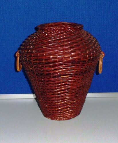 Various dekokörbe from naturmaterialen and Plastic