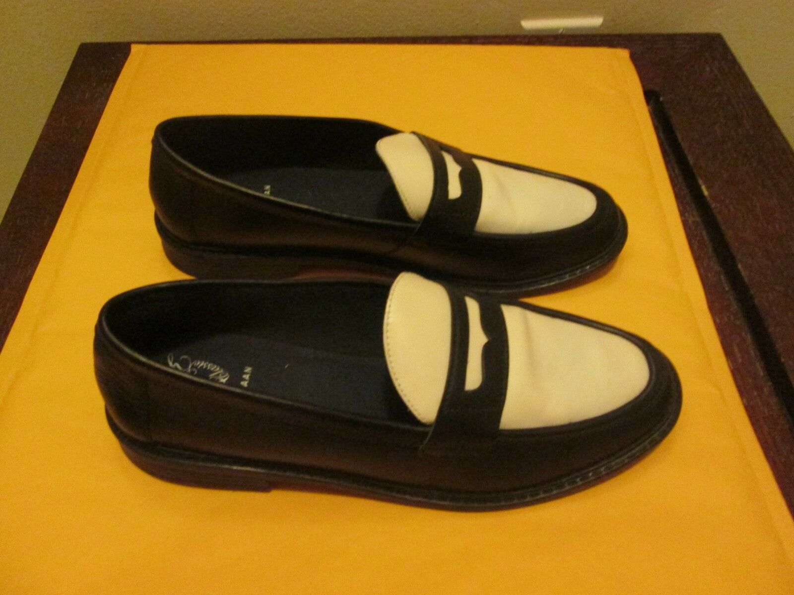 COLE HAAN WOMEN'S PINCH CAMPUS PENNY SHOE NEU IN BOX SIZE 8.5 BLACK & IVORY