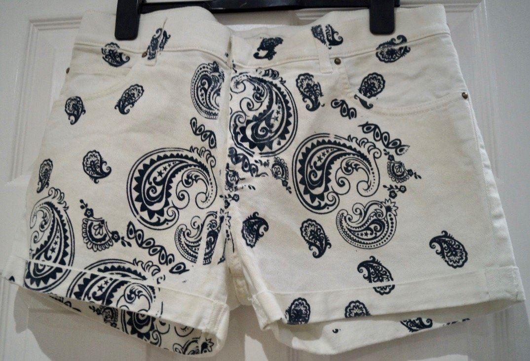 PIERRE BALMAIN Crema & Navy cotone stretch stampa Paisley Pantaloncini di jeans estate 29