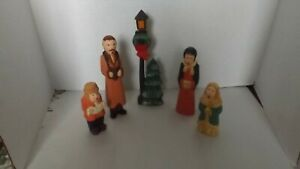 VINTAGE-WOODEN-CHRISTMAS-CAROLER-FAMILY-HAND-CARVED-5-PIECE-SET