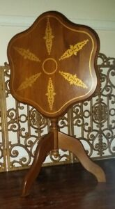 Vintage-Tilt-Top-Table-3-Leg-Pie-Crust-Edge-Hand-Painted-Art-QUALITY-HARD-WOOD