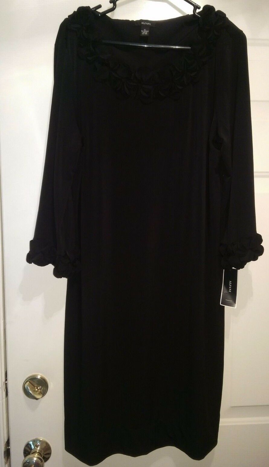 Alfani Größe XL Dress NWT schwarz With Ruffle on Neckline And Wrists