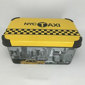 NYC-Taxi-New-York-City-Skyline-with-Taxi-Curver-Plastic-Box-with-Lid-7x10x5-in