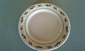 Longaberger-USA-Pottery-Round-Luncheon-Plate-Traditional-Holly-NEW-no-box-Lunch
