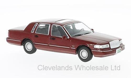 WHITEBOX WB133 - 1 43 LINCOLN TOWN CAR METALLIC RED 1996