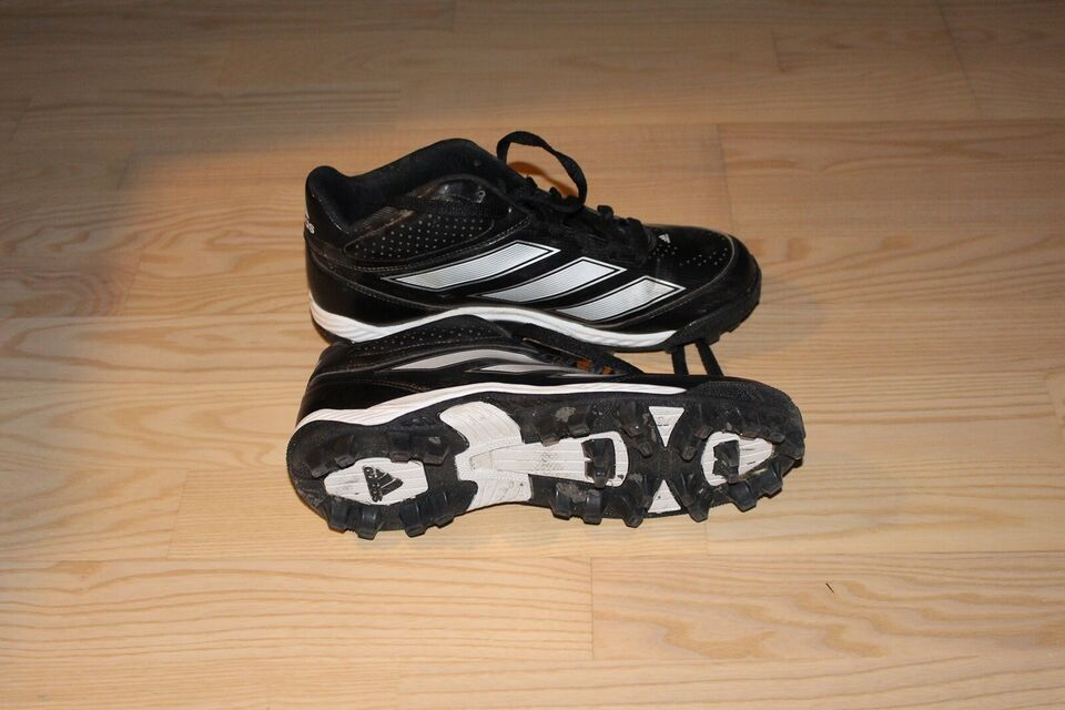 Amerikansk fodboldudstyr, Fodboldstøvler, Adidas