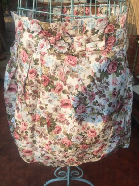 100% Vero Bnwot Ivory /pinkfloral Mini Skirt Size 18. Really Pretty. Length 18 In ????