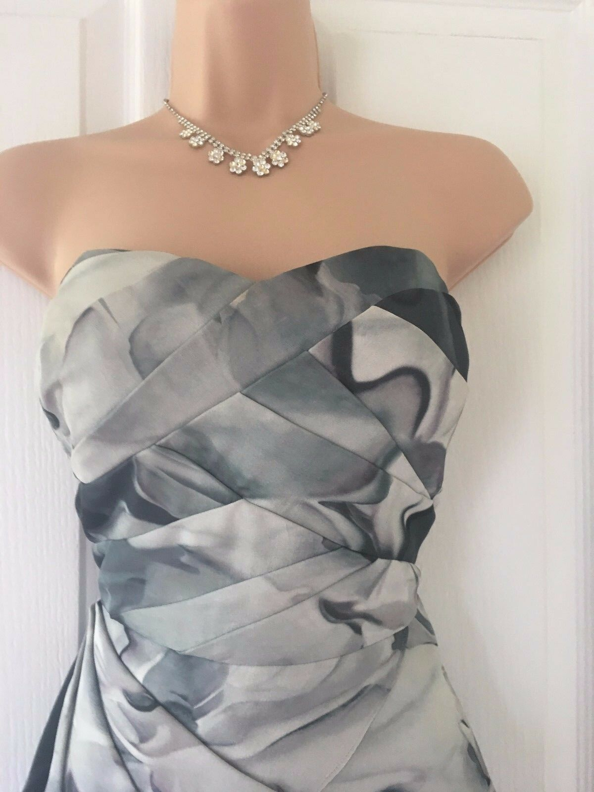 Karen Millen BNWT Stunning Waterfall 100% Silk  Fit & Flare Dress Größe 10