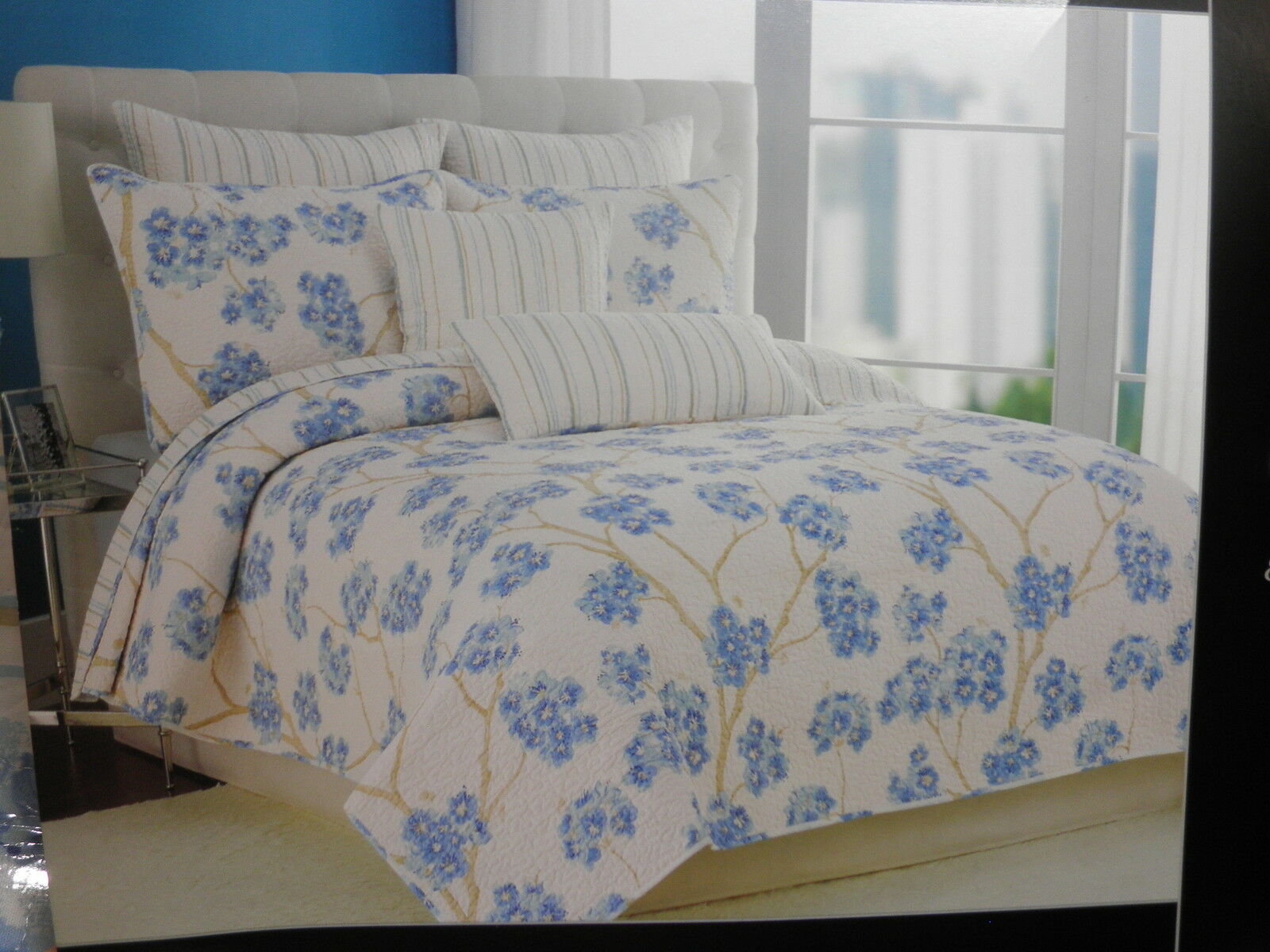 New Nicole Miller Home Reversible Flower & Stripe Full Queen Quilt  Blau Taupe